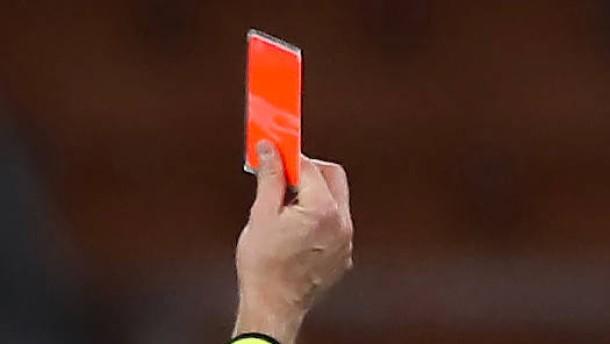 Strafe nach Attacke auf Fußball-Schiedsrichter abgemildert