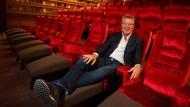 In der Lounge: Kino-Unternehmer Hans-Joachim Flebbe, Gründer der Astor-Filmkette