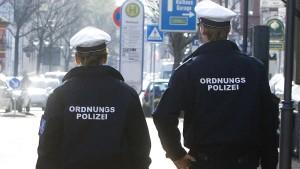 Tankstellenpächter vertreibt Angreifer – Attacke auf Stadtpolizei