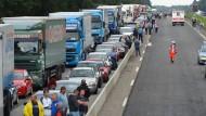 Mitten im Berufsverkehr: A3 nach Unfällen gesperrt
