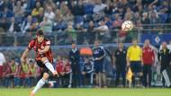 Sein bester Schuss: Lucas Piazon beschert der Eintracht den Sieg in Hamburg.