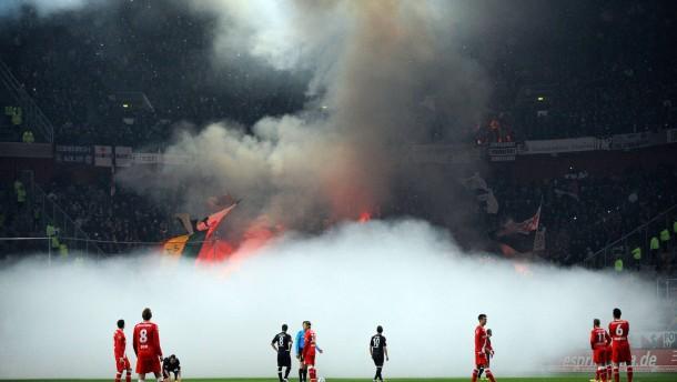 Eintracht soll 100.000 Euro Strafe zahlen