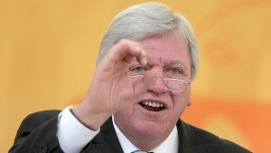 Bouffier will Ehrenamt in Verfassung verankern