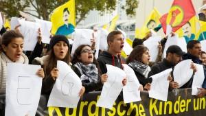 Kurden demonstrieren gegen IS-Terror