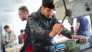 Geflüchtete finden vermehrt qualifizierte Arbeit