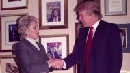 Fester Händedruck im Trump Tower: Schon mit markanter Frisur, aber noch ohne Ambitionen auf das Weiße Haus empfing der Immobilien-Tycoon im November 2000 die Frankfurter Oberbürgermeisterin.