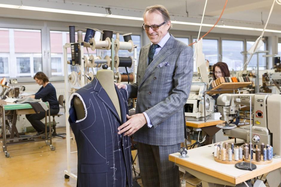 neuesten Stil klassischer Chic professioneller Verkauf Herrenausstatter Regent näht Luxusanzüge per Hand