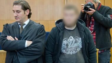 Vor Gericht: Der Syrien-Rückkehrer Kreshnik B. (rechts) mit seinem Anwalt Mutlu Günal