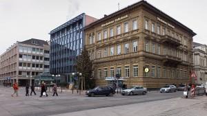 Rückblick der ersten Bank, Ausblick auf eine Ausstellung, Krimineller Blick aufs Konto