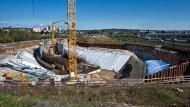 Auf Lücke gebaut: Wo die Autos einmal in den Riederwaldtunnel fahren sollen, klafft ein großes Loch