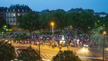 Für die einen ist ein Fest, für andere vor allem Lärm: öffentliche Wochenmarkt-Party auf dem Friedberger Platz in Frankfurt