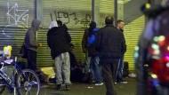 Dunkelmänner: Auf der Elbestraße ist die Crack-Szene so präsent wie keine andere im Frankfurter Bahnhofsviertel