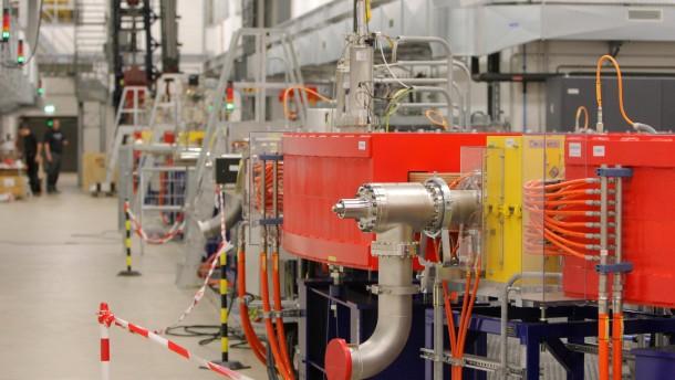 Krebsbehandlung - Das Uni-Klinikum Gießen - Marburg hat in Marburg ein hochmodernes Partikel-Therapie Zentrum zur Krebsbehandlung eingerichtet