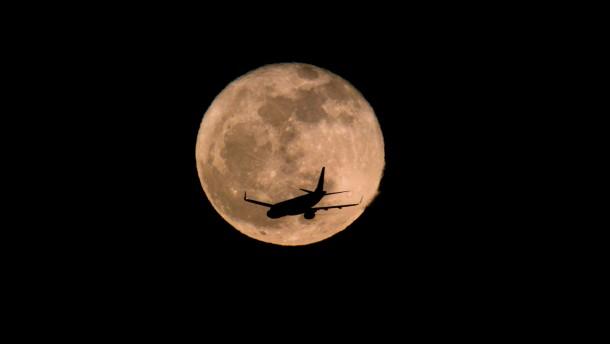 Landesregierung verteidigt Nachtflugpraxis