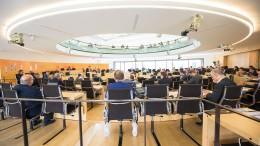 Opposition klagt gegen Schuldenpaket