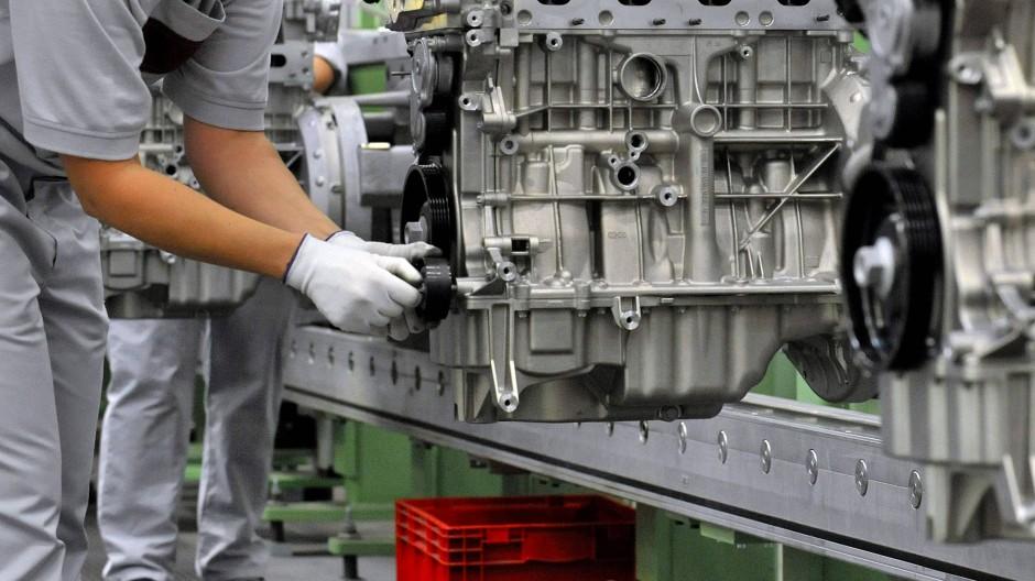 Auslaufmodell: Benzinmotoren wie in diesem Bild werden mittelfristig in den Hintergrund geraten, wie Experten sagen. Zuletzt waren mehr als Viertel der Neuwagen schon E-Modelle