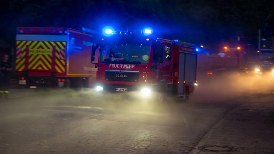 Auch die Feuerwehr musste ausrücken: bei einem Brand starb ein Mensch.