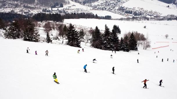 Wintersport - Im nordhessischen Willingen arbeiten junge Wintersportler im Skiinternat des Hessischen Ski-Verbandes an ihrer Sportkarriere.