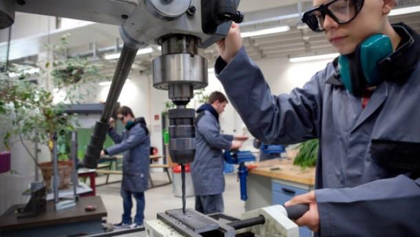 Max-Eyth-Schule - An der Berufsschule in Dreieich Sprendlingen lernen 2000 Jugendliche vom HauptschŸler bis Gymnasiasten Szenen aus dem Schulalltag
