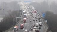 Stockender Verkehr auf der Weisenauer Brücke in Mainz
