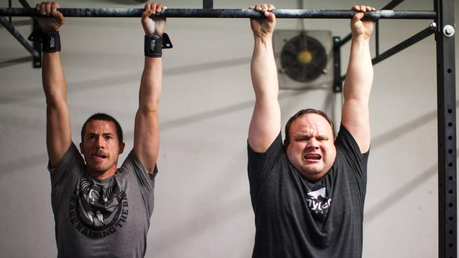 Gib dem inneren Schweinehund keine Chance: Crossfit ist für fitte Leute und die, die es werden wollen. Ganz wichtig dabei: Lächeln nicht vergessen!