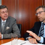 Fingerzeig: Aufwärts geht es für Kai Schleenhain und seinen Bruder Holger (links) mit dem Risiko, keine notwendige Schutzausrüstung mehr zu bekommen.