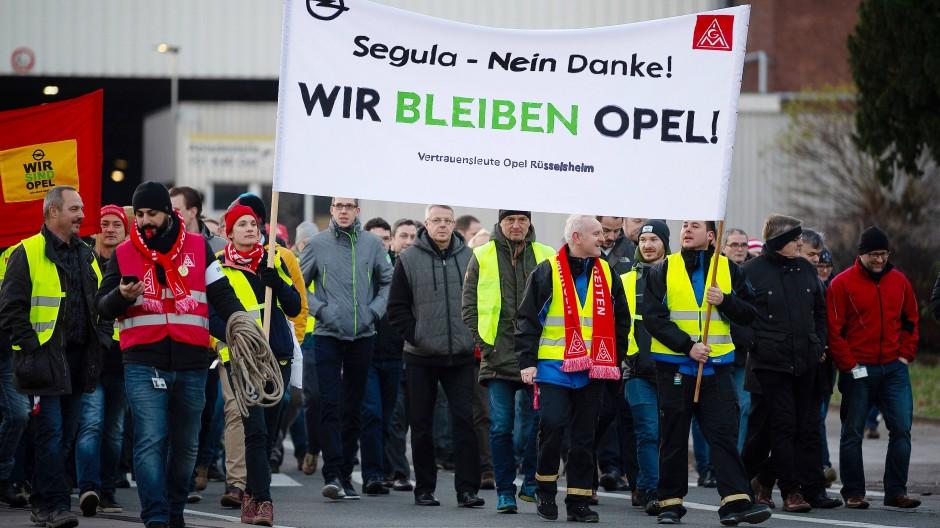 Protest: Vor dem Verkauf von Teilen des Opel-Entwicklungszentrums an Segula schürten Betriebsräte Zweifel an dem Autozulieferer – nun droht Stellenabbau bei Segula