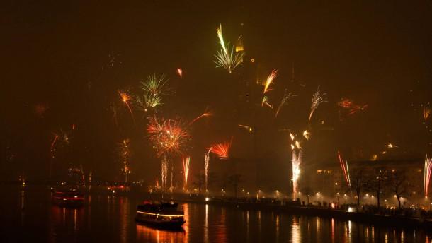 2011 - Silvesterfeuerwerk und Trubel am Frankfurter Mainufer