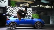 Attraktion: Nicht nur am Opel-Stand auf der IAA steht der Grandland X im Blickpunkt, zu dessen Einführung auch Parcoursläufer auftraten, viel weniger der Dieselskandal