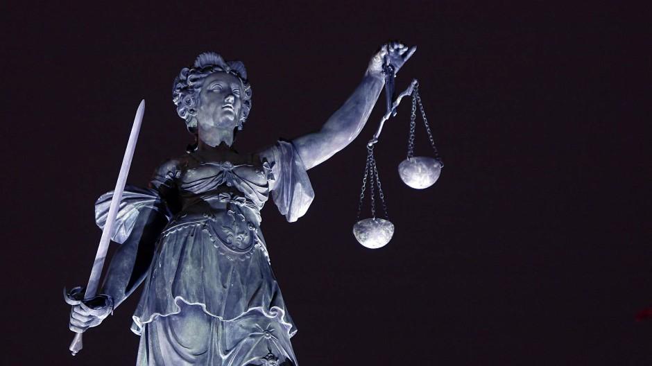 Die Justiz muss urteilen: Eine Frau hat ihre Mutter getötet.