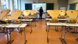 Streit um Anwesenheit von Lehrern