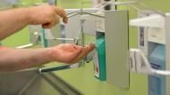 Hygiene: Gegen multiresistente Keime hilft nur gründliches Desinfizieren.