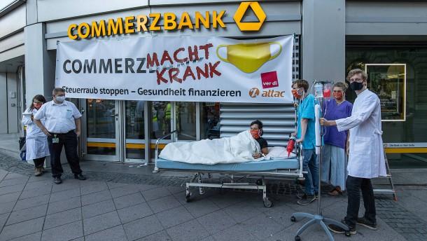 Kleines Straßentheater am Kaiserplatz