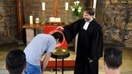 Flüchtlinge aus dem Iran lassen sich taufen