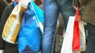Hier zahlen Verbraucher ab Sommer für die Plastiktüte