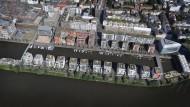 In Reih und Glied: Das Neubaugebiet am Frankfurter Westhafen aus einer Perspektive, die uns nur selten vergönnt ist.
