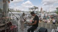 Über Gebühr: Wenn Musikgruppen – wie hier beim Frankfurter Museumsuferfest – vor Publikum spielen, muss der Veranstalter an die Gema zahlen.