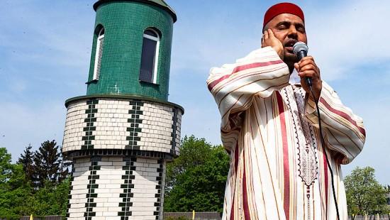 Frankfurter Muezzin ruft zum Freitagsgebet auf
