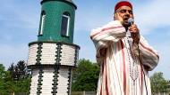 Mit Verstärker: Der Muezzin Belmokadem ruft zum Freitagsgebet auf.