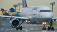 Lufthansa-Piloten streiken am Frankfurter Flughafen