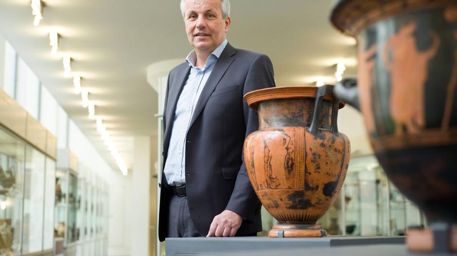 """Erhofft sich von den neuen """"Freunden"""" unter anderem finanzielle Hilfe: Wolfgang David, Direktor des Archäologischen Museums Frankfurt"""
