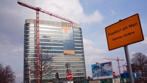 Gateway Gardens - Im neuen Flughafenstadtteil auf einer ehemaligen Konversionfläche wird das erste Hochhaus mit dem Namen Alpha Rotex fertig, weitere Projekte sind angekündigt.