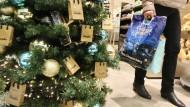 Geschenkekauf: Das Konsumklima ist in diesem Jahr Experten zufolge gut.