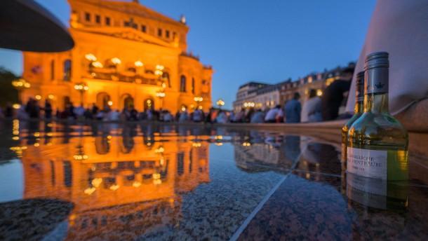 Streit nach Krawallen auf dem Opernplatz