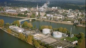 Merck will Chemiesparte mit Milliardenzukauf stärken