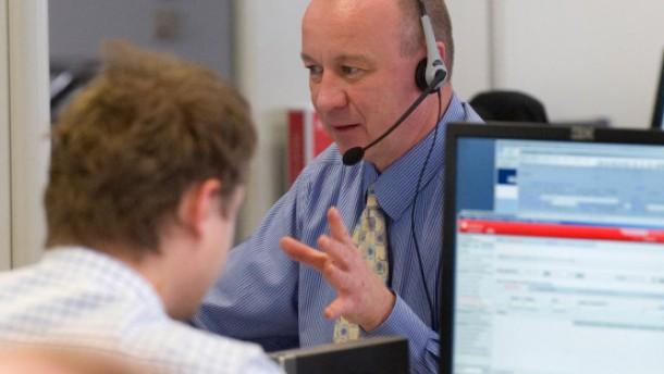 Gute Kunden beim Aktienkauf am Telefon im Vorteil