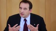 Will pensionierte Lehrer zurückholen: der hessische Kultusminister Ralph Alexander Lorz