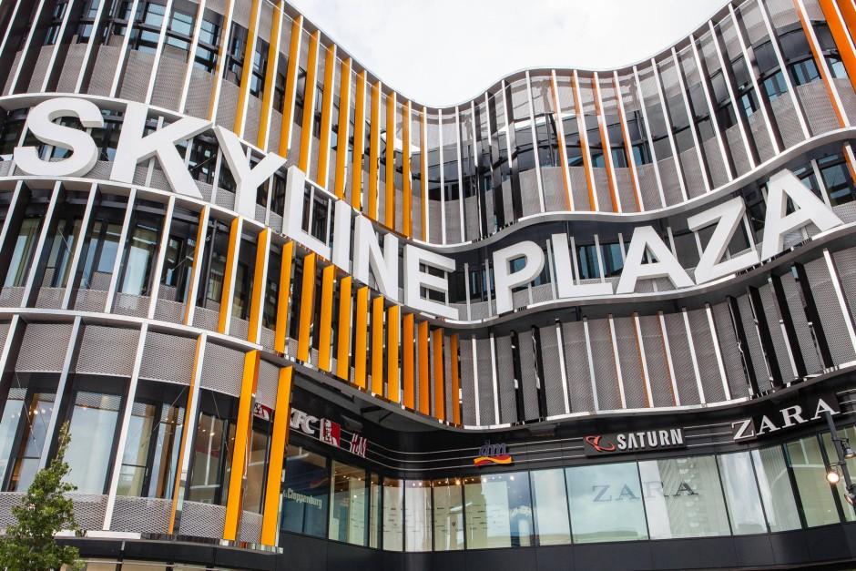 neues einkaufszentrum skyline plaza mit. Black Bedroom Furniture Sets. Home Design Ideas