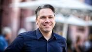 Schreibt mal wieder: der AfD-Vorsitzende in Frankfurt Ralf Dedermann