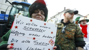 Rosenmontagszug mit Polizeischutz nach Rassismusvorwürfen